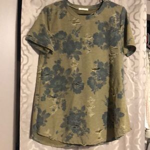 Floral camo distressed tee